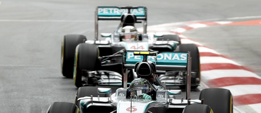 Niemiec Nico Rosberg z zespołu Mercedes GP wygrał w niedzielę na Autodromo Hermanos Rodriguez w mieście Meksyk wyścig Formuły 1 o Grand Prix tego kraju, 17. rundę mistrzostw świata. Do mety, po raz pierwszy w sezonie, nie dojechał żaden kierowca Ferrari.