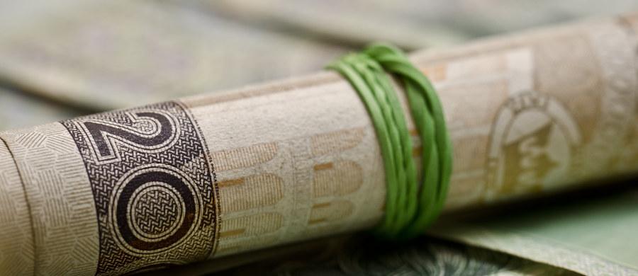 Podatek od marketów powinien zacząć obowiązywać w pierwszym kwartale przyszłego roku – twierdzi poseł PiS Henryk Kowalczyk. Według polityka do Sejmu trafi projekt przewidujący 2-procentowy podatek od przychodów sklepów o powierzchni powyżej 250 metrów kwadratowych. Ma to dać budżetowi ok. 3,5 miliona złotych.