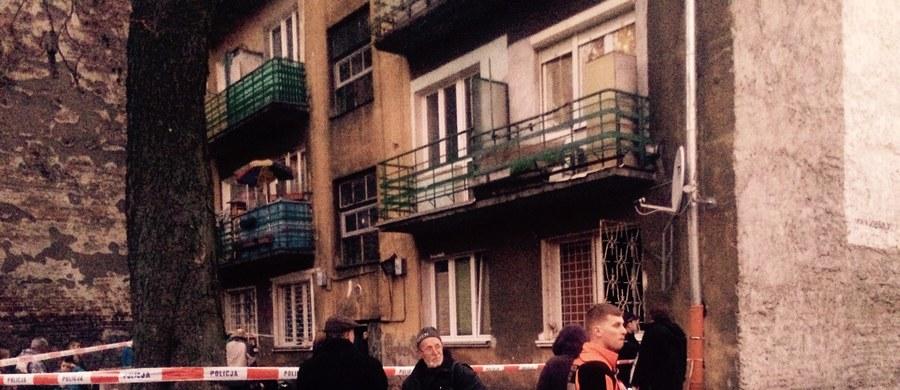 Tragedia przy ulicy Stalowej w Warszawie. W tajemniczych okolicznościach zginęła tam kobieta i dwójka dzieci. Przyczyny ich śmierci ma ustalić sekcja zwłok.