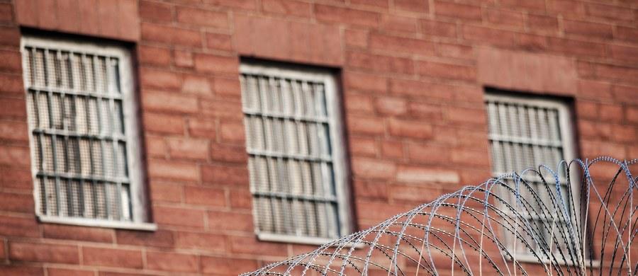"""W więzieniu w stanie Missouri ma dojść dzisiaj do wzbudzającej duże kontrowersje egzekucji skazanego na śmierć 55-letniego Ernesta Johnsona. Cierpi on na raka mózgu.  Jego adwokaci twierdzą, że egzekucja za pomocą zastrzyku trucizny spowoduje u niego """"niewyobrażalne cierpienia""""."""