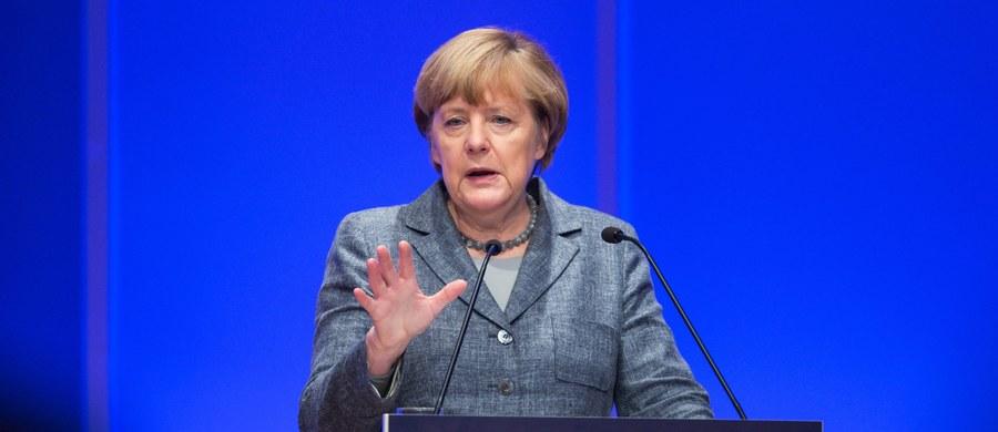 Kanclerz Niemiec Angela ostrzegła podczas wystąpienia w Darmstadt, że zamknięcie niemieckiej granicy z Austrią dla imigrantów mogłoby doprowadzić do wybuchu zbrojnego konfliktu na Bałkanach. Zapewniła też, że Niemcy poradzą sobie z falą uchodźców.
