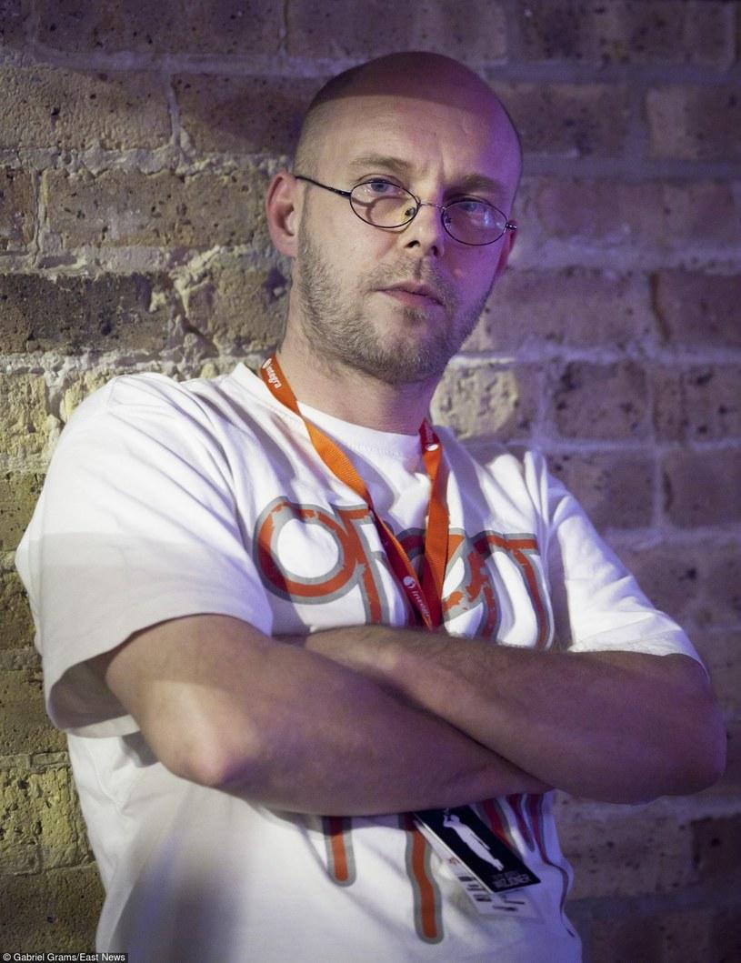 """Raper z znany z projektów Zip Skład i Zipera powraca z czwartym albumem studyjnym """"Bunt"""". Jego premiera ma odbyć się w połowie listopada."""