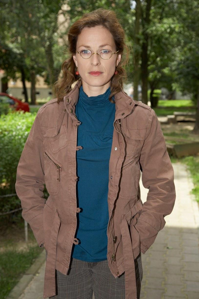 """Do obsady """"Na Wspólnej"""" dołączyła Aleksandra Justa, była żona Zbigniewa Zamachowskiego, znana widzom seriali m.in. jako Matylda Pawłowicz z """"Barw szczęścia"""". Kogo zagra?"""