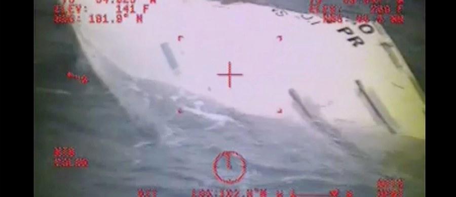 Wrak statku El Faro nie jest w jednym kawałku - to najnowsze informacje do których dotarł korespondent RMF FM Paweł Żuchowski. Jednostka zatonęła 1 października podczas huraganu Joaqiun. Na pokładzie były 33 osoby, w tym 5 Polaków. Informacje dziennikarza RMF FM potwierdziła Narodowa Rada Bezpieczeństwa Transportu Stanów Zjednoczonych. Statek rozpadł się po zatonięciu.