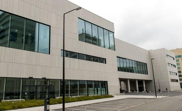 Podwieszane sufity nowoczesnej biblioteki Politechniki Wrocławskiej grożą zawaleniem. Uczelnia zamknęła dwie trzecie oddanego do użytku rok temu budynku.