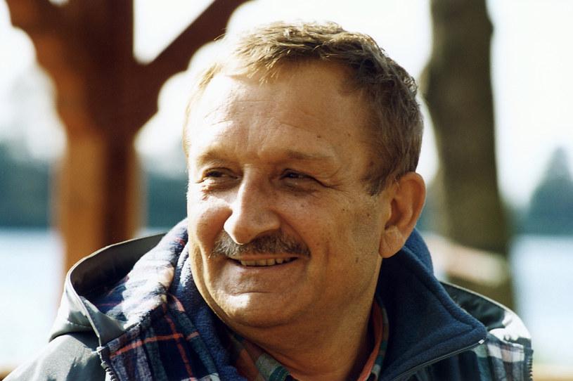 """Kazimierz Kaczor opowiada o tym, jak został dyplomowanym operatorem dźwigu. Wszystko działo się tuż po emisji serialu """"Alternatywy 4"""", w którym aktor grał jedną z głównych ról. W tym serial obchodzi 30. urodziny."""