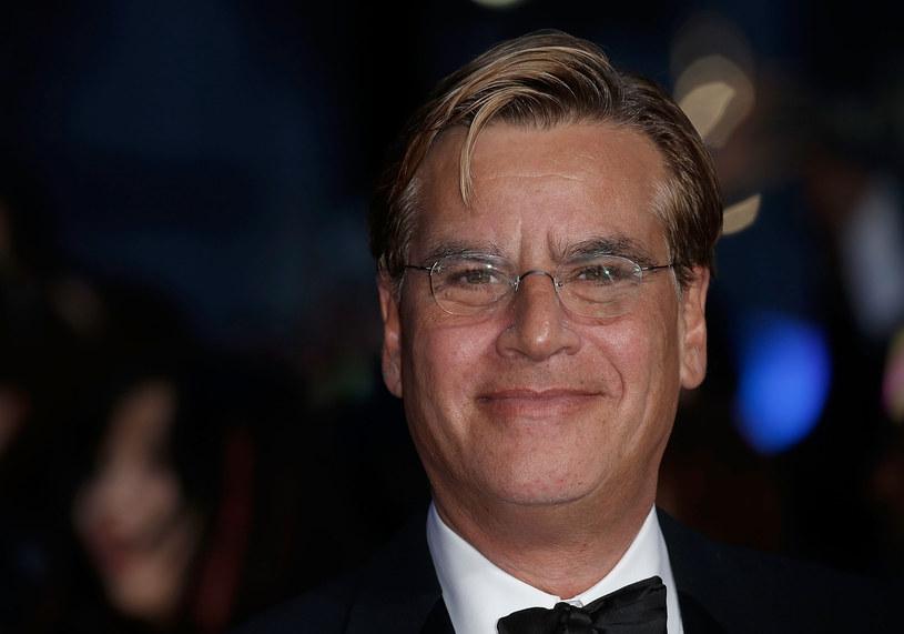 """Zdobywca Oscara Aaron Sorkin zdradził w wywiadzie dla portalu """"Digital Spy"""", że w latach dziewięćdziesiątych prowadził ze studiem Pixar rozmowy w sprawie pomysłu na film. Bohaterem miał być pisarz, któremu w pisaniu pomagają przyrządy biurowe z jego biurka."""