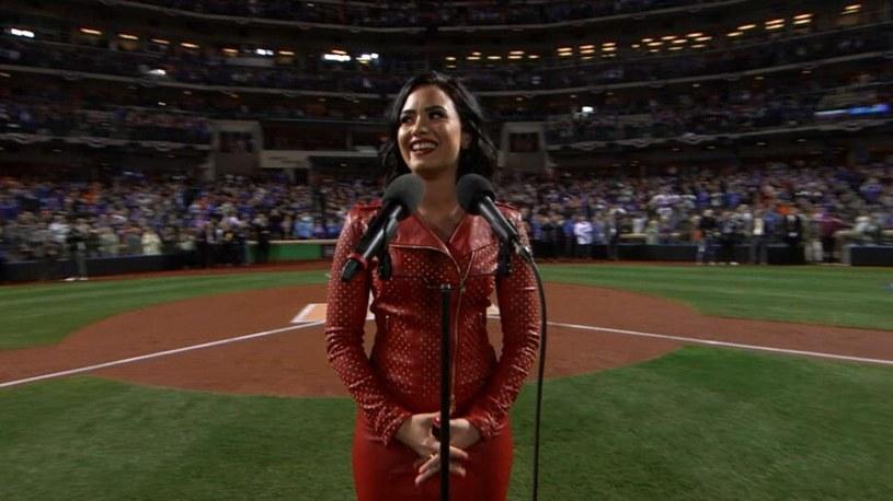 Edyta Górniak mogłaby uczyć się do Demi Lovato. Amerykańska wokalistka pod koniec października na jednym z meczów baseballu pokazała, że drzemią w niej ogromne możliwości.