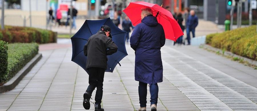Polska jest pod wpływem zatoki niżu znad Islandii, w strefie frontów atmosferycznych. Z południa będzie napływać wilgotne, ale cieplejsze powietrze polarno-morskie. W poniedziałek możemy się spodziewać intensywnych opadów deszczu w całym kraju.