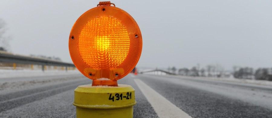 8 osób zostało rannych w wypadku na drodze krajowej nr 5 między Żmigrodem a Prusicami na Dolnym Śląsku. Dwa auta osobowe zderzyły się z busem.