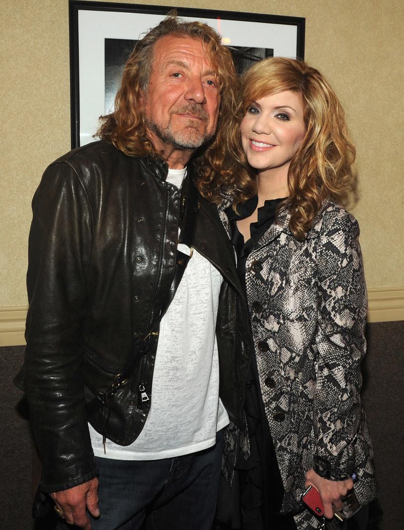 """Robert Plant i Alison Krauss nagrali utwór, który znajdzie się na ścieżce dźwiękowej  filmu """"Love the Coopers"""" (""""Kochajmy się od święta""""). Utwór """"The Light Of Christmas Day"""" będzie promować płytę z muzyką z filmu, której premiera zapowiadana jest na 13 listopada."""