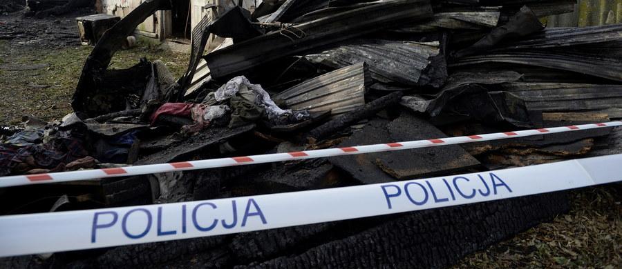 Tragedia w miejscowości Jesiona w powiecie nowosolskim w woj. lubuskim. Jak poinformowali strażacy, 39-letni mężczyzna miał oblać siebie i konkubinę benzyną, a następnie podpalić. W czasie tego zdarzenia ucierpiała jeszcze dwójka dzieci - trzyletni chłopiec i 14-letnia dziewczyna. Jak ustalił reporter RMF FM, dramat poprzedziła impreza alkoholowa.