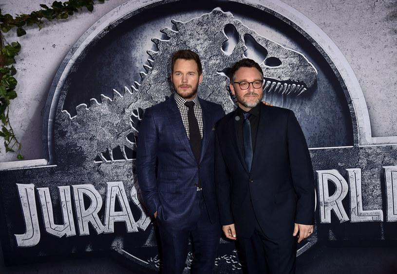 """Szefowa studia Universal, Donna Langley, ujawniła, że reżyser Colin Trevorrow pracuje nie nad jedną, lecz dwiema kontynuacjami tegorocznego hitu """"Jurassic World""""."""
