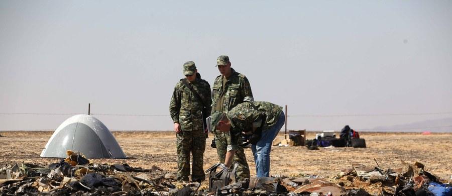 """Istnieje """"wysokie prawdopodobieństwo"""", że katastrofę rosyjskiego Airbusa na Synaju spowodowała bomba podłożona przez dżihadystów z Państwa Islamskiego (IS), lub powiązanych z tą organizacją - powiedział szef brytyjskiej dyplomacji Philip Hammond."""
