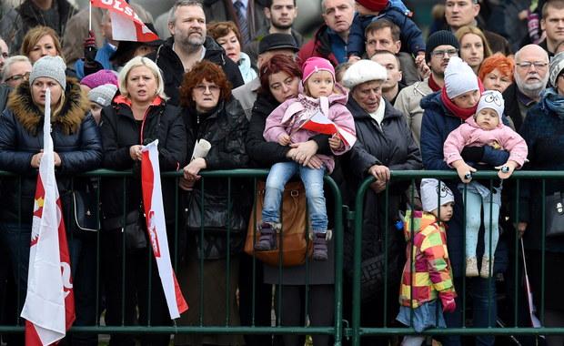 """""""Dla Ukrainy, która stanęła przed poważnymi wyzwaniami, przykład Polski ma niezwykle istotne znaczenie"""" – napisał prezydent Petro Poroszenko w okolicznościowej depeszy do Andrzeja Dudy. """"Dzięki niezłomnemu duchowi, jedności i wytrwałej pracy naród polski nie tylko odrodził własne państwo, ale i uczynił z niego wzór sukcesu i rozwoju w zjednoczonej Europie"""" – dodał."""
