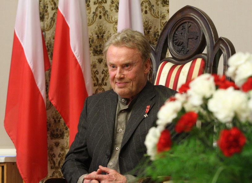 Daniel Olbrychski odebrał w środę na uroczystej sesji rady miasta Opola zwołanej z okazji 97. rocznicy odzyskania niepodległości tytuł honorowego obywatela Opola. Tytuł Olbrychskiemu nadała w kwietniu opolska rada miasta na wniosek prezydenta Opola.