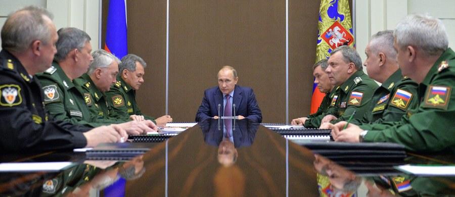 """Rosyjskie stacje telewizyjne w czasie relacji ze spotkania Władimira Putina z dowódcami wojskowymi pokazały - jak podkreśla Kreml: przypadkowo - plany nowej nuklearnej torpedy. """"Kommiersant"""" zauważa jednak, że projekt był znany w USA już we wrześniu."""
