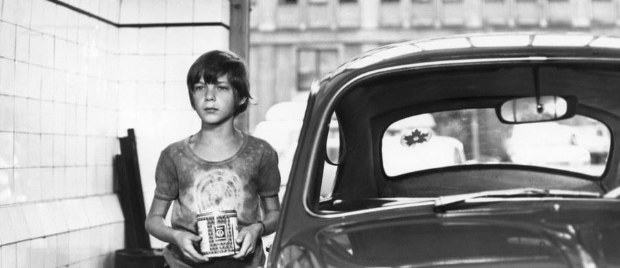 """W wieku 54 lat zmarł Sergiusz Lach - podaje Stowarzyszenie Filmowców Polskich. W czasach PRL Lach był aktorem dziecięcym. Najbardziej znany jest z roli Filipka w """"Stawiam na Tolka Banana""""."""