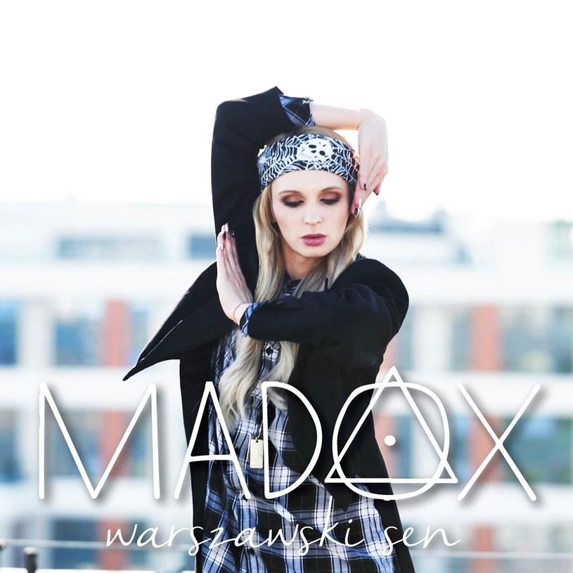 """Madox powraca z nowym utworem. Jeden z najbardziej kontrowersyjnych uczestników polskiego """"Mam talent"""" zaprezentował singel """"Warszawski sen""""."""