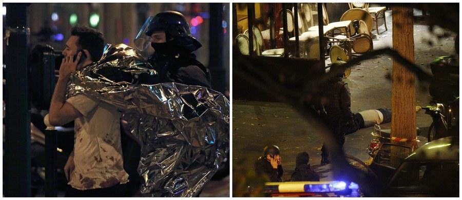 Paryska policja podała, że w sali Bataclan, gdzie napastnicy dokonali rzezi około setki zakładników,  zginęło czterech napastników, w tym trzech - detonując pasy z ładunkami wybuchowymi. Według prokuratury, w sześciu zamachach mogło zginąć ponad 120 osób. Telewizja CNN podała, że liczba ofiar może sięgnąć nawet 150 osób. Poniżej filmy reporterów z miejsca tragedii.