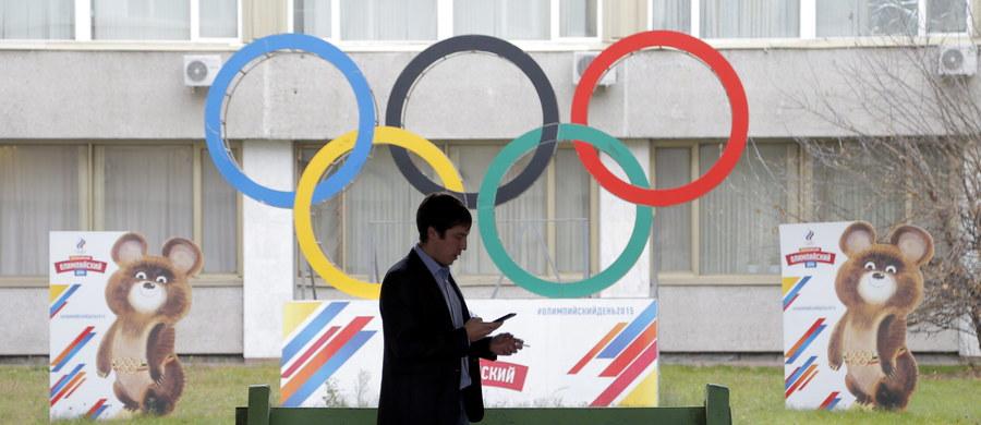 Władze Rosji chcą wystąpić z oficjalnym pismem do Międzynarodowego Stowarzyszenia Federacji Lekkoatletycznych (IAAF) z prośbą o umożliwienie ich zawodnikom udziału w igrzyskach w Rio de Janeiro pod flagą olimpijską. Potwierdził to minister sportu tego kraju Witalij Mutko.