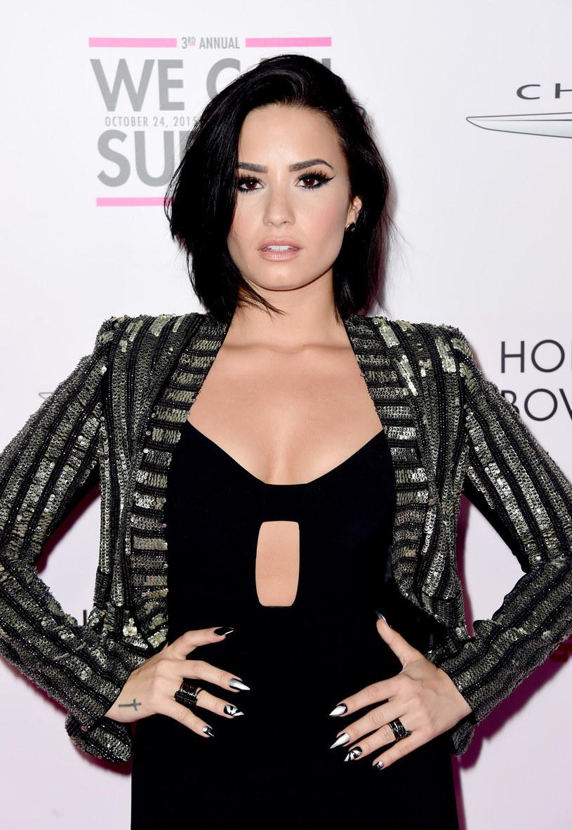 """Demi Lovato zrobiła nie lada niespodziankę fanom, którzy uczestniczyli w jej koncercie w Seattle. Wokalistka postanowiła zaśpiewać piosenkę """"Hello"""" powracającej po czterech latach Adele."""