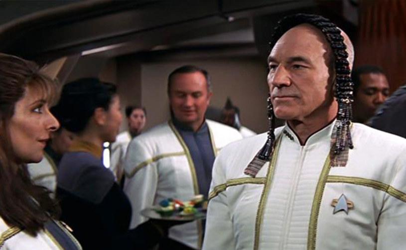 """W ofercie telewizyjnego kanału Paramount Channel nie brakuje kinowych przebojów. Hitem nadchodzącego tygodnia jest film """"Star Trek: Rebelia"""" z 1988 roku. Jakie inne produkcje znajdziemy w najbliższej ramówce stacji?"""