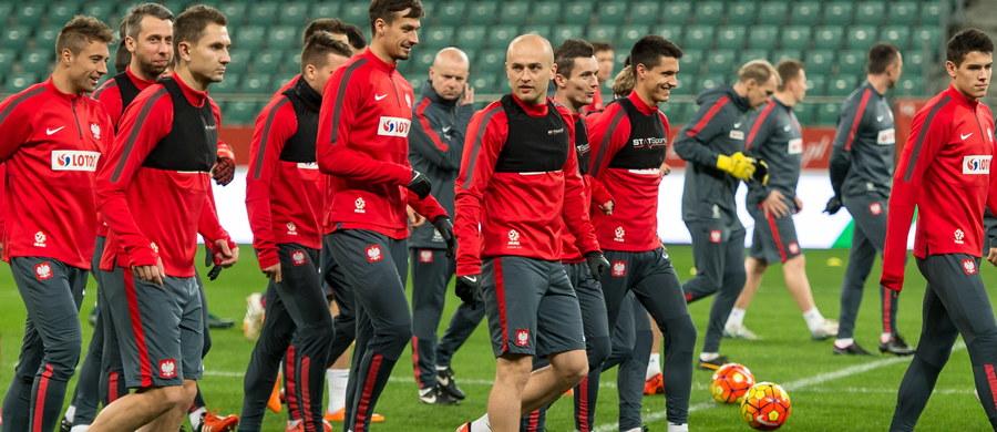 Polscy piłkarze zagrają o 20:45 towarzysko z Czechami we Wrocławiu. Obie ekipy spotkały się wcześniej 16 czerwca 2012 roku. Wtedy to Czesi wygrali 1:0, eliminując biało-czerwonych z rozgrywek mistrzostw Europy. Organizatorzy spotkania zapowiadają zwiększone środki bezpieczeństwa.