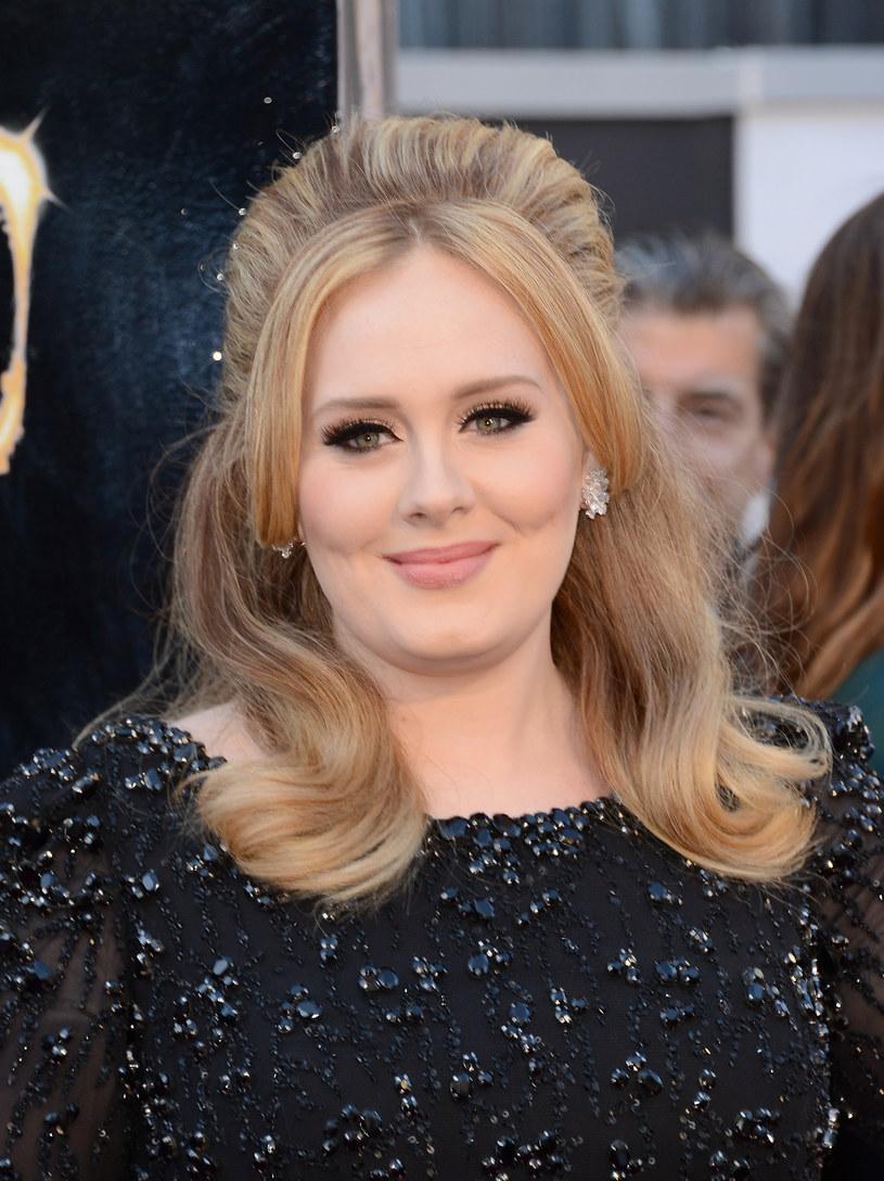 """Adele zaprezentowała nowy utwór """"When We Were Young"""", który powstał we współpracy z Tobiasem Jesso Jr. Wokalistka udostępniła w sieci nagranie piosenki, które zarejestrowano w kościele."""