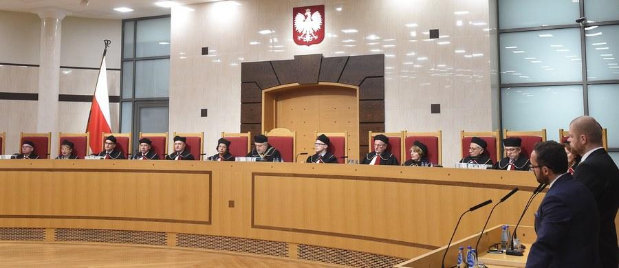 Prawo i Sprawiedliwość złożyło w Sejmie nowy projekt zmian w ustawie o Trybunale Konstytucyjnym, którego poprzednią wersję wycofało z prac w piątek. Obecny projekt także przewiduje wybranie 5 sędziów Trybunału przez obecną kadencję Sejmu.