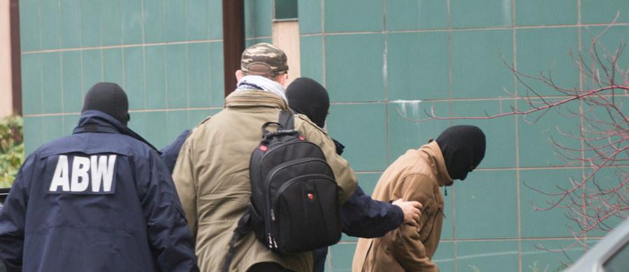 Dawid Ł., który jest podejrzany o działalność w organizacji terrorystycznej, spędzi trzy miesiące w areszcie - postanowił łódzki sąd. Mężczyźnie grozi do 8 lat więzienia.