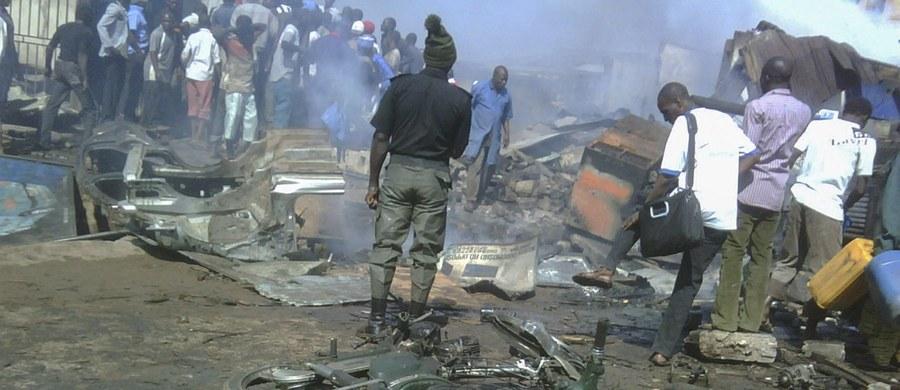 Co najmniej piętnaście osób zginęło, a ponad 50 zostało rannych w dwóch samobójczych zamachach, do których doszło w środę na targowisku w Kano na północy Nigerii. Jeden z nich przeprowadziła 11-latka, która wysadziła się w powietrze. Kilka godzin później do zamachu doszło w mieście Yola. Zginęło 34 osoby poniosły śmierć a ponad 80 zostało rannych.