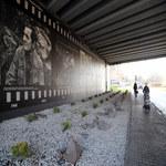 Maklakiewicz i Himilsbach na muralu w Warszawie