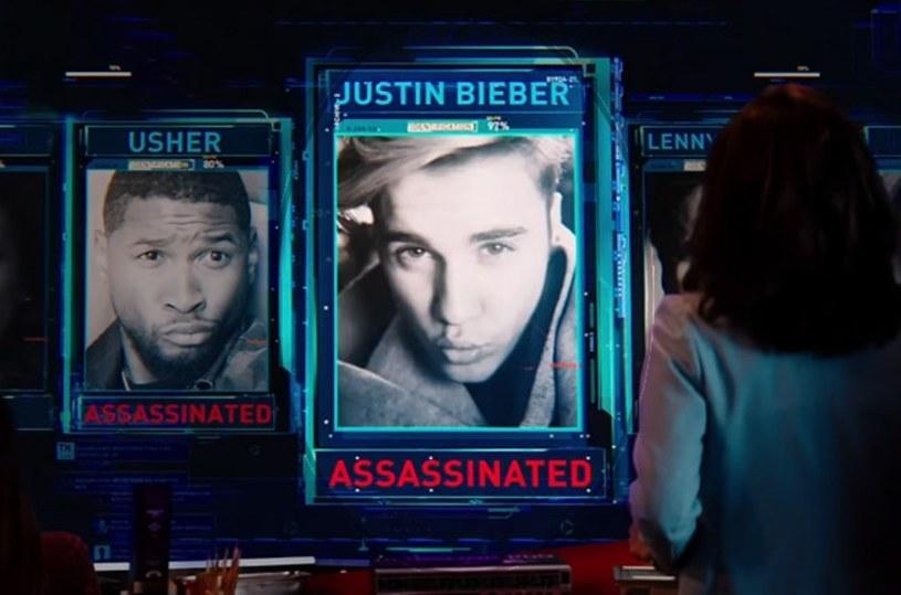 """18 listopada do sieci trafił trailer filmu """"Zoolander 2"""". W zwiastunie oprócz Bena Stillera i Owena Wilsona widzimy również m.in. Justina Biebera. Fani wokalisty będą jednak zwiedzeni. Gwiazdor ginie bowiem już w pierwszej scenie."""