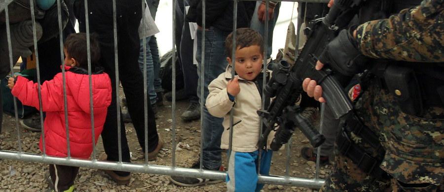 Kodeks Schengen zostanie zmieniony - mówią dyplomaci naszej korespondentce w Brukseli Katarzynie Szymańskiej-Borginon. To ustalenia trwającego właśnie spotkania szefów MSW państw Unii. Chodzi o wypełnienie żądania Francji - Paryż chce wzmocnienia granic zewnętrznych, by można było łatwiej wyłapać wracających z Syrii dżihadystów.