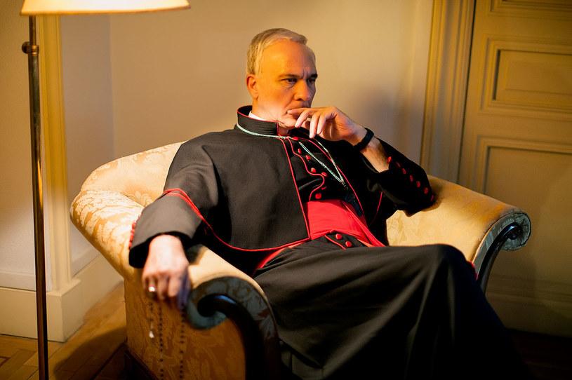 """Argentyńsko-hiszpański film fabularny """"Franciszek"""" opowiadający o życiu papieża, zrealizowany na podstawie książki przyjaciółki Ojca Świętego - dziennikarki Elisabetty Pique, trafi 27 listopada do kin w Polsce. Reżyserem jest Beda Docampo Feijoo."""