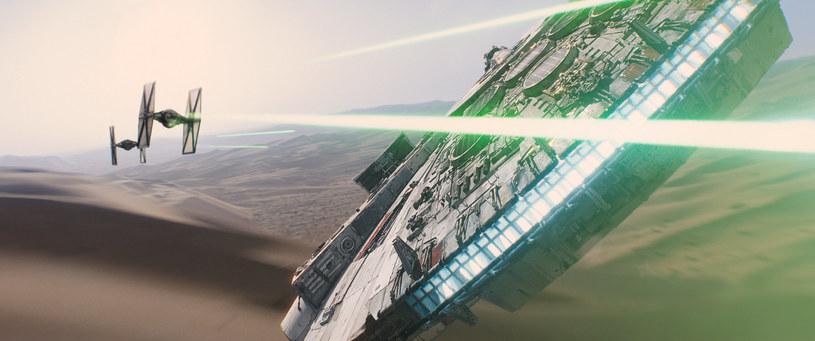"""Stowarzyszenie Broadcast Film Critics postanowiło dołączyć film """"Gwiezdne wojny: Przebudzenie Mocy"""" do listy ubiegających się o tytuł najlepszej produkcji tego roku."""