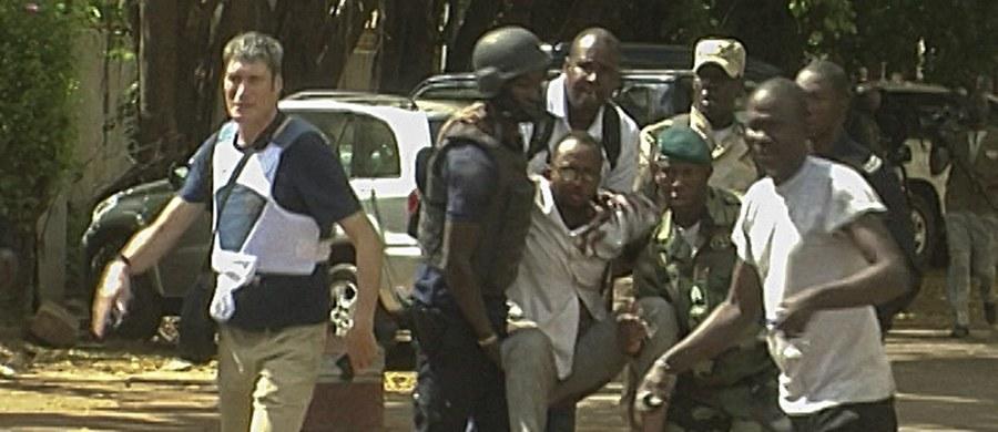 W ataku na luksusowy hotel w Bamako zginęło 21 osób, w tym dwóch islamistów - poinformował prezydent Mali Ibrahim Boubacar Keita. Wśród ofiar był obywatel USA. Rannych zostało siedem osób.