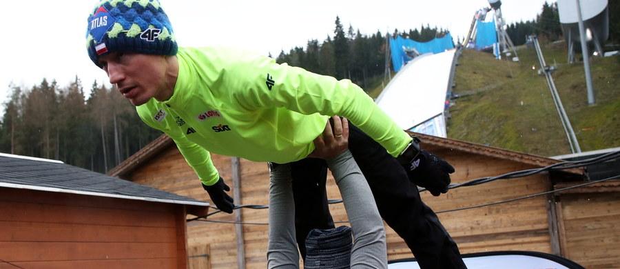 Słoweniec Peter Prevc uzyskał 143 m na pierwszym treningu przed konkursem drużynowym w niemieckim Klingenthal, inaugurującym sezon Pucharu Świata w skokach narciarskich. Najlepszy z Polaków Klemens Murańka zajął 22. miejsce - 127,5 m.
