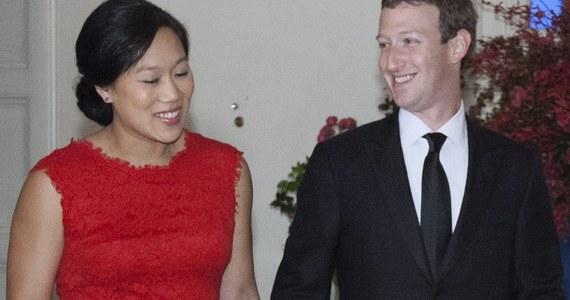"""Założyciel Facebooka Mark Zuckerberg ogłosił na swoim profilu, że po narodzinach swojej córki weźmie dwumiesięczny urlop tacierzyński. Szef portalu społecznościowego nazwał to """"bardzo osobistą decyzją"""" - pisze w sobotę BBC."""
