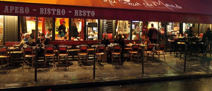 W chaosie po eksplozji w kawiarni Comptoir Voltaire w Paryżu, francuski pielęgniarz David, który był na miejscu, natychmiast ruszył na pomoc poszkodowanym. Wśród nich był nieprzytomny mężczyzna, którego David zaczął reanimować. Po chwili zorientował się, że ratuje terrorystę. O tej historii można przeczytać na portalu TVP Info.