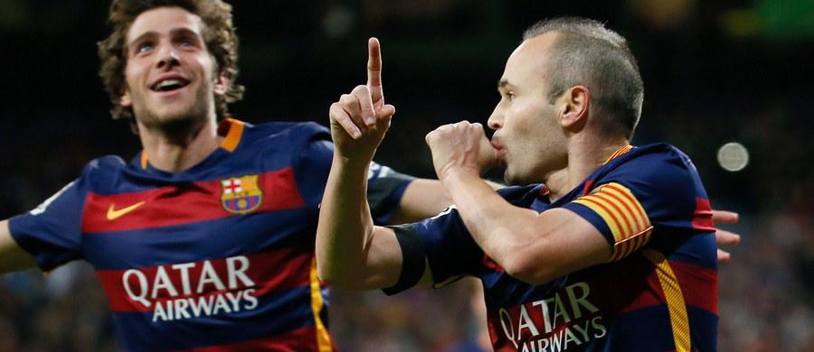 """Piłkarze Barcelony pokonali w Madrycie Real 4:0 w 12. kolejce hiszpańskiej ekstraklasy, odnosząc 91. zwycięstwo w 231. meczu z tym rywalem. """"Królewscy"""" mogą pochwalić się już tylko jednym triumfem więcej. To najwyższa wygrana Katalończyków z Realem od pięciu lat."""
