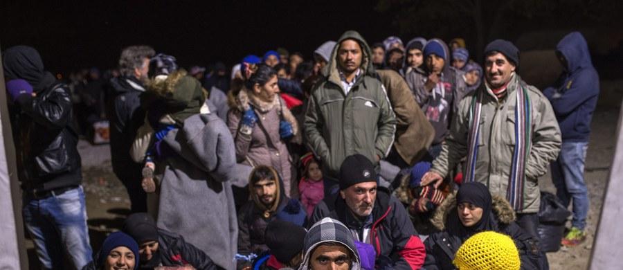 """""""Zobowiązanie podjęte we wrześniu przez Danię wobec UE do przyjęcia 1000 uchodźców z innych krajów jest już nieaktualne"""" - powiedział duński premier Lars Lokke Rasmussen. Jednocześnie wezwał przywódców UE do rozwiązania problemu napływających imigrantów. """"Musimy wywrzeć na nich presję"""" - powiedział."""