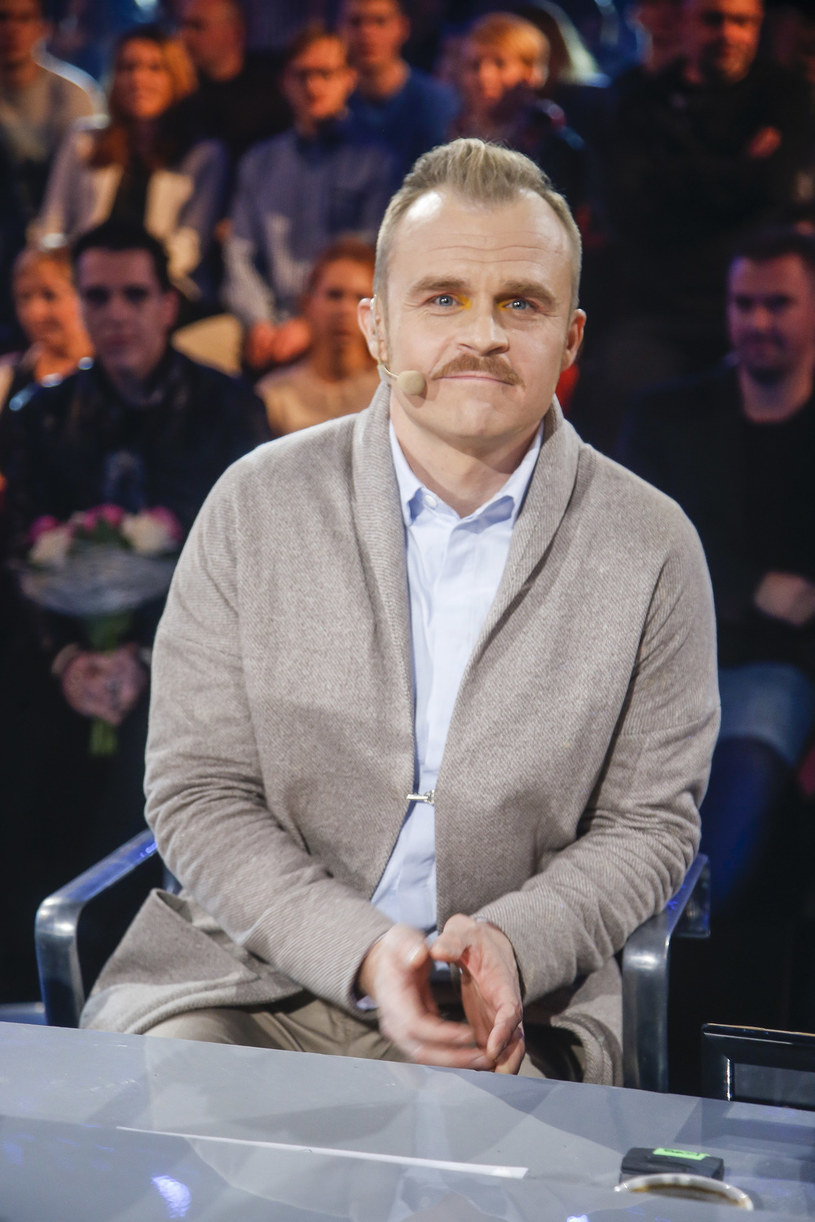 """Po czterech sezonach w roli jurora z programem """"Must Be The Music"""" pożegnał się Piotr Rogucki. Kto go zastąpi?"""
