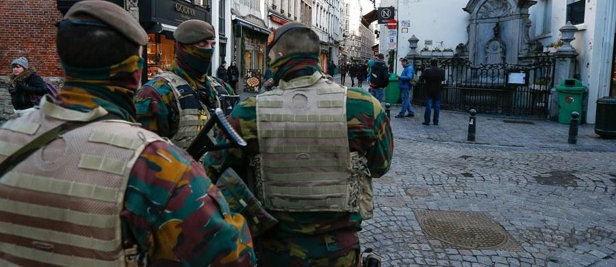 Pięć osób zatrzymano rano w Brukseli i położonym na wschodzie Belgii Liege podczas kolejnych operacji antyterrorystycznych. Nie ujawniono, czy wśród zatrzymanych jest poszukiwany numer 1 po zamachach w Paryżu - Salah Abdeslam. Belgijski minister spraw wewnętrznych Jan Jambon podał tymczasem, że do wytropienia terrorysty skierowano około tysiąca funkcjonariuszy. Przyznał również, że Abdeslam musi mieć na terytorium Belgii duże wsparcie.