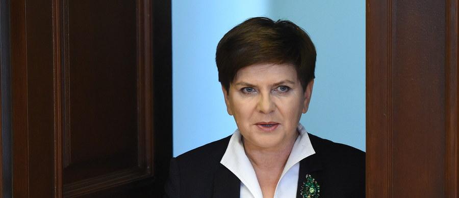 """""""Sytuacja w Europie, ostatnie wydarzenia we Francji, ale również i w tej chwili akcje prowadzone w Brukseli na pewno są przez wielu naszych obywateli mocno dyskutowane. Ludzie mają prawo do tego, żeby obawiać się o swoje bezpieczeństwo"""" - przyznała premier Beata Szydło po spotkaniu z szefami służb w Rządowym Centrum Bezpieczeństwa. Zapowiedziała, że takie rozmowy będzie odbywać regularnie."""