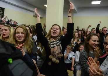 Strajk w warszawskim liceum: Uczniowie dopięli swego, dyrektorka podała się do dymisji