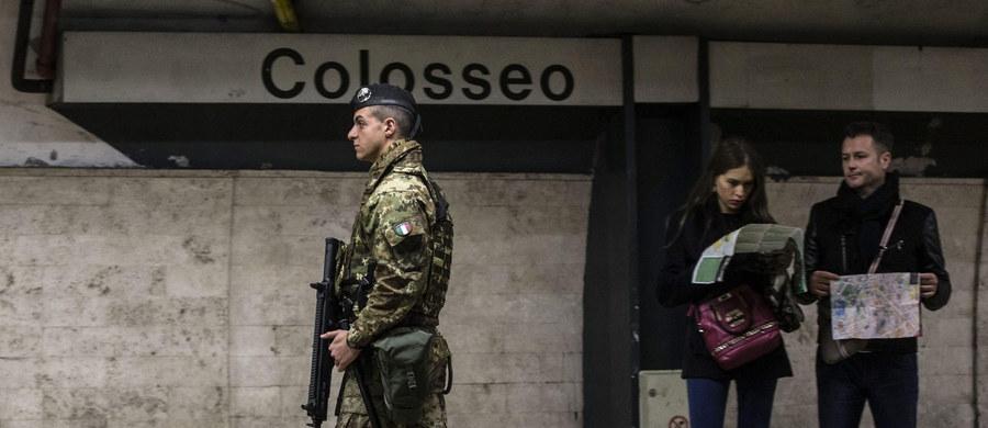 Czterech Marokańczyków wydalono z Włoch na mocy decyzji MSW. Uznano, że stanowią zagrożenie dla bezpieczeństwu kraju z powodu powiązań z międzynarodowym terroryzmem. Objęci byli śledztwem w związku z podejrzeniem prowadzenia szkoleń.