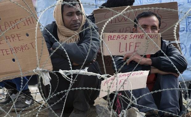 71 milionów euro w ciągu 3 lat ma wpłacić Polska na uchodźców przebywających w Turcji. Wkład naszego kraju jest jednym z mniejszych spośród krajów Unii Europejskiej - dowiedziała się nieoficjalnie korespondentka RMF FM w Brukseli Katarzyna Szymańska-Borginon. Takie wyliczenia przedstawia Komisja Europejska na podstawie Produktu Krajowego Brutto poszczególnych krajów Unii.