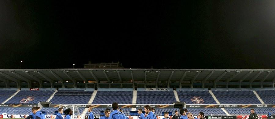 Piłkarze Lecha i Legii zagrają w czwartek w 5. kolejce Ligi Europejskiej. Poznaniacy, którzy wciąż mają realne szanse awansu z grupy I, zmierzą się w Lizbonie z Belenenses. Znajdująca się w bardzo trudnej sytuacji w grupie D warszawska drużyna podejmie FC Midtjylland.